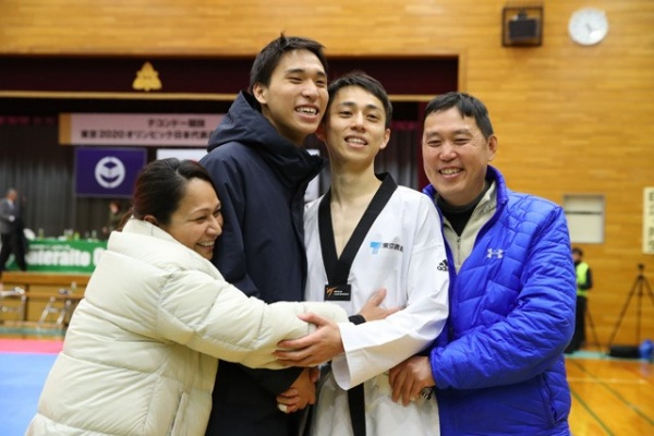 鈴木セルヒオの兄弟と両親